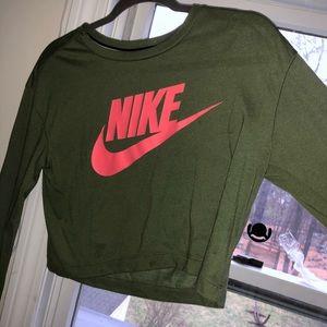 Cropped Nike Shirt